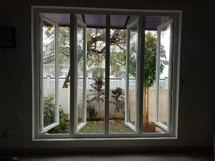 Jendela-Swing-4-daun-dari-UPVC-yang-nyaman-matang
